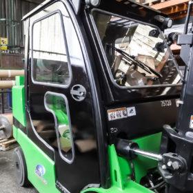 Habillage rigide pour chariots de manutention